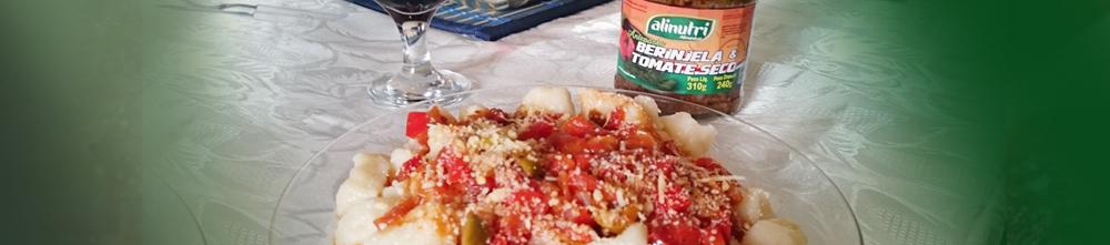 Nhoque com molho de berinjela e tomate seco